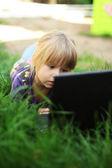 Meisje met een laptop — Stockfoto