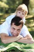 Hermosa niña con papá — Foto de Stock