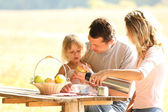 Family at picnic — Stock Photo