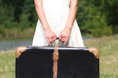 Hands of a woman with a suitcase — Stok fotoğraf