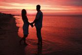 Silhouette of a loving couple at sunset — Stok fotoğraf