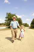 Grandfather and granddaughter are on the road — Stock Photo
