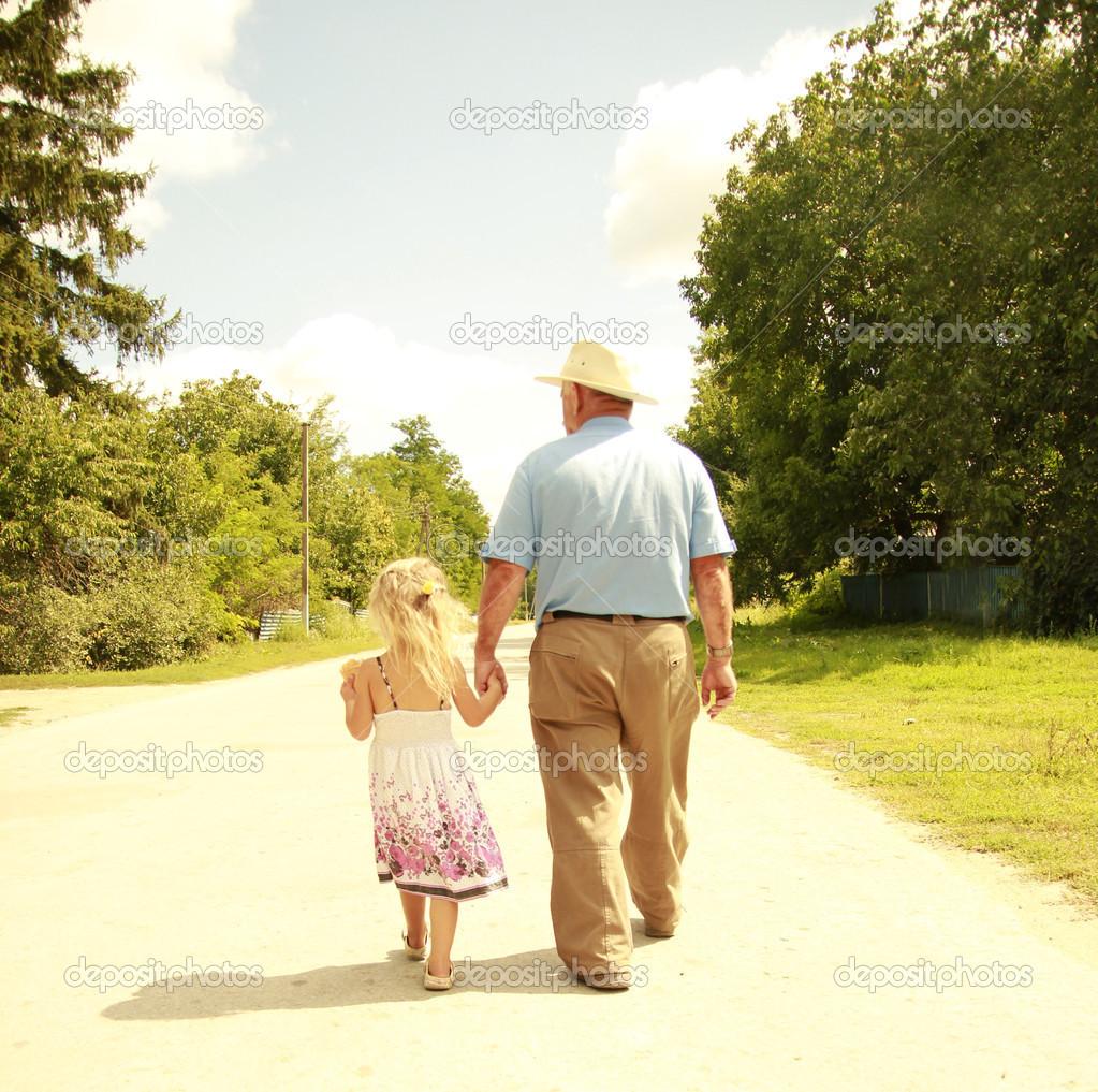 Смотреть дедушка с внучкой 7 фотография