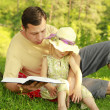 Young father with his little daughter reads the Bible — Lizenzfreies Foto