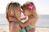 Mamá y su pequeña hija — Foto de Stock