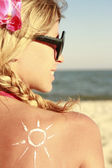 Blond woman in sunglases on the beach — Stock Photo