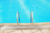 Step in the blue pool water — Foto de Stock
