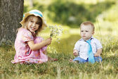 Little brother and sister playing on the nature — Foto de Stock