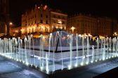 Vetro pyramin fontana a cracovia — Foto Stock