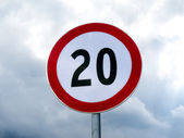 Speed limit sign 20 against cloudy sky — Stock Photo