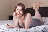 Sonhar acordado no quarto de menina — Fotografia Stock