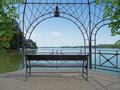 Idyllic lakeside pavilion — Zdjęcie stockowe