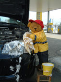 Car wash teddy — Stock Photo