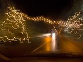 迎面而来的交通在晚上 — 图库照片