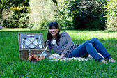 Young girl with picnic basket — Stock Photo
