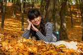 Smiling girl in the park — Stock Photo