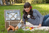 Young girl with picnic basket in the park — Stock Photo