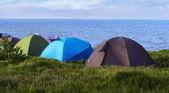 Camping con tienda en seaside — Foto de Stock