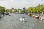 Sightseeing on the river Amstel in Amsterdam in the Netherlands — Stock Photo