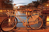 Amsterdam por la noche en los países bajos — Foto de Stock