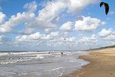 Kite surfing at Zandvoort aan Zee in the Netherlands — Stock Photo