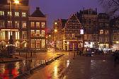 Staden natursköna från amsterdam i nederländerna genom natten — Stockfoto