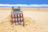 House disappearing in the sand. Concept for real estate in crisi — Stock Photo