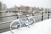 Bicycle in Amsterdam the Netherlands in winter — Stock Photo