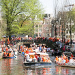 AMSTERDAM - APRIL 30: Amsterdam canals full of boats and people — Stock Photo