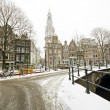Snowy Amsterdam with the Zuiderkerk in winter in the Netherlands — ストック写真