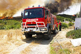 ALJEZUR - JULY 6: Firefighters fighting a huge bushfire in the national park near Aljezur on 6th july 2013 in Portugal — Stock Photo