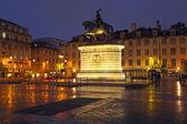 在里斯本,葡萄牙,欧洲广场夜间的毒害 — 图库照片