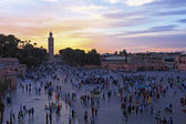 Sunset at Djemaa el Fna market in Marrakesh, Morocco, with Koutu — Stock Photo