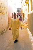 FES, MAROCCO - October 15 2013 : Man walking in the medina on Eid al-Adha. — Stock Photo