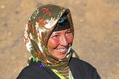 Mulher jovem nômade no deserto — Fotografia Stock