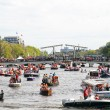 AMSTERDAM - APRIL 30: Lots of boats partying on the river Amstel — Stock Photo