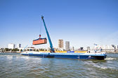 ROTTERDAM, NETHERLANDS - SEPTEMBER 09: Container ship is loading — Foto Stock