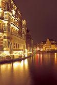 Amsterdam bij nacht — Stockfoto