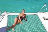 šťastné zralá žena na lodi — Stock fotografie