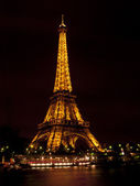 Lit up eiffel tower — Stock Photo