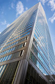 Low angle shot of tall commercial building — Stock Photo