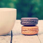 Słodkie i kolorowe francuskie macarons styl retro vintage — Zdjęcie stockowe