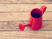 Red watering can retro vintage style — Stockfoto