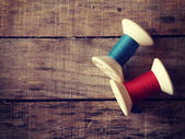 Thread rolls on wood background old retro vintage style — Foto de Stock