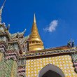 Golden pagoda and stupa at Wat Pra Kaew — Stock Photo