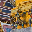 Giants and monkeys hand to lift golden pagoda — Stock Photo