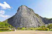 Carved buddha image on the cliff — Stockfoto