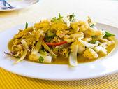 Squid stir-fried with yellow curry (Pla muek pad pong ga-ri) — Stock Photo