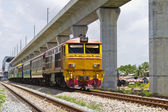 поезд и небо поезд железной дороги — Стоковое фото
