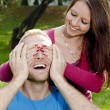 Foto Stock: Young Girl Covering her Boyfriends Eyes